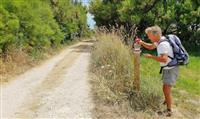 NORMANDIE : Les baliseurs du GR® 223 sentier des douaniers